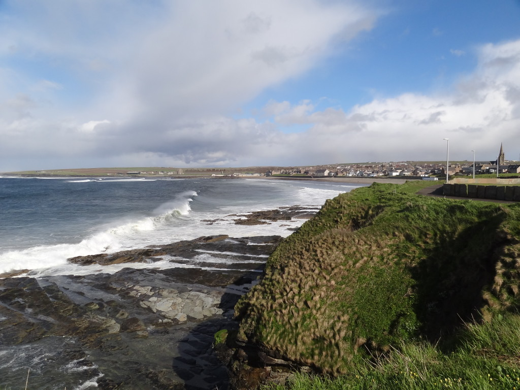 Lovely sun and waves in Thurso